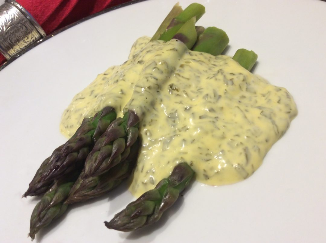 Sorrel hollandaise with asparagus