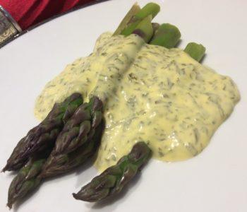 Sorrel hollandaise with asparagus